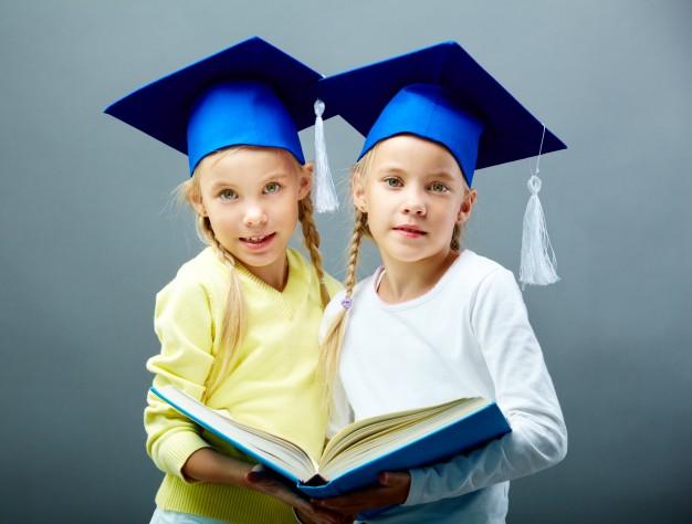 No, no es necesario separar a los gemelos en el colegio